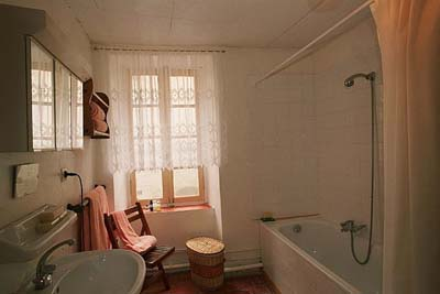 Le petit r ve a country home in france for Bathroom design 2m x 2m